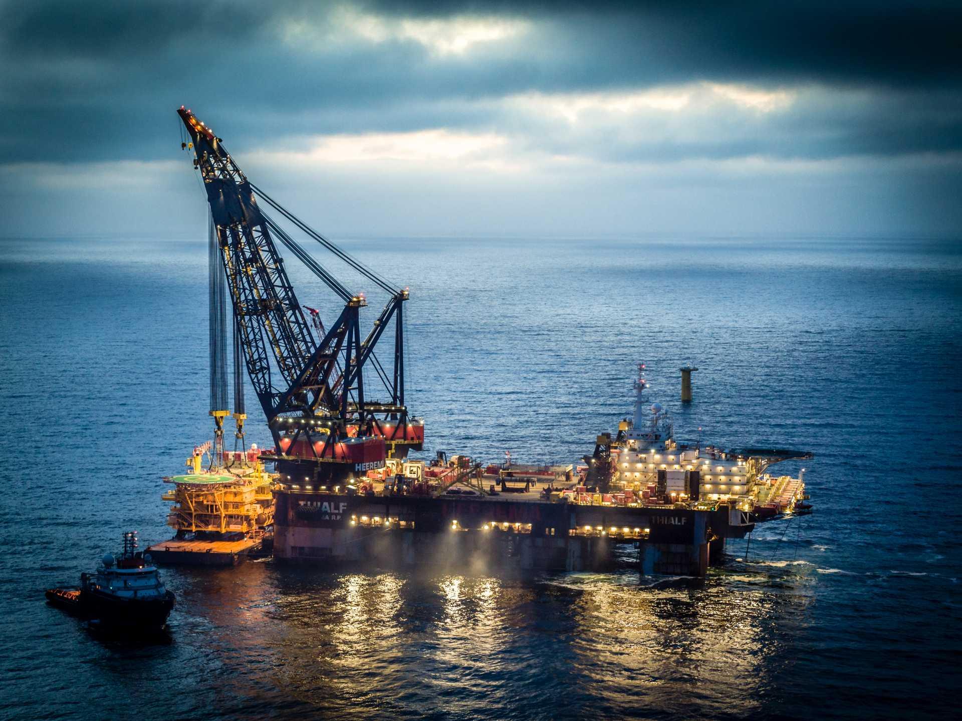 Offshore Heavy Lift Crane Hook Vessel Charter Purchase sale Brokerage Services GRS